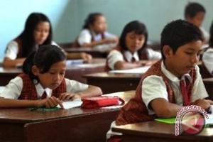 Pemkab Minahasa Tenggara Beri Beasiswa Siswa Berprestasi