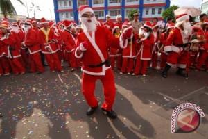 Ratusan peserta parade Santa  Claus Di Manado
