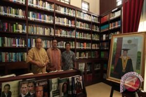 Dirut ANTARA apresiasi perpustakaan pribadi Sarundajang
