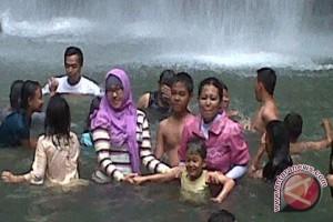 Air terjun talawaan ramai pengunjung