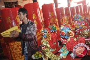 Umat Tridharma Kunjungi Panti Menjelang Imlek