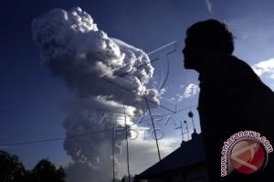 BPBD: Tiga kecamatan di Minahasa Tenggara terkena abu vulkanik Soputan