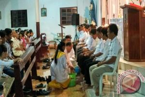Misa Kamis Putih di Gereja Katolik Paroki Bunda Hati Kudus Yesus Rumengkor