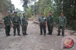 Staf teritorial AD pantau TMMD di Wuwuk