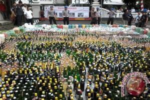 Polda Sulut musnahkan ribuan liter minuman Beralkohol