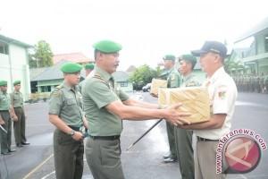 Danrem Santiago serahkan paket THR kepada prajurit