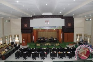Fraksi DPRD Kritisi Ranperda Rpjmd Kota Tomohon