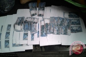Polisi ringkus dua tersangka kasus uang palsu
