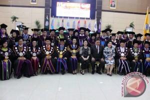 Rektor Kumaat Bangun Semangat Optimistis Kerja