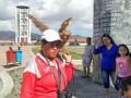 Lambang Minahasa, Burung Manguni, menjadi salah satu obyek berfoto ketika Anda berkunjung ke obyek wisata Benteng Moraya di Kota Tondano, Kabupaten Minahasa, Sulawesi Utara. (foto: Guido Merung)