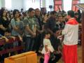 Prosesi Cium Salib di Jumat Agung