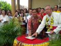 Uskup Manado-Bupati Minahasa Tekan Tombol Peresmian