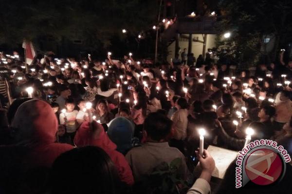 Masyarakat Desa Passo Pasang 1.000 Lilin untuk Ahok