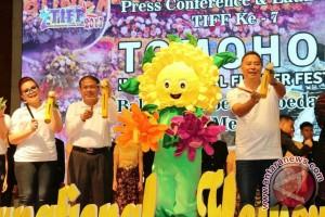 Kemenpar-Pemkot Tomohon Luncurkan Festival Bunga Internasional 2017