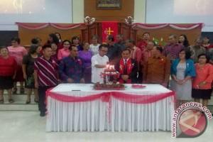 Bupati Minahasa di HUT Jemaat Alfa Omega Rumengkor