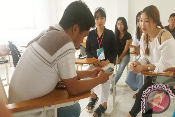 Mahasiswi Korsel Belajar Bahasa Indonesia di Unima