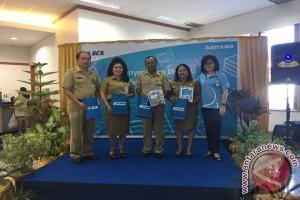 HUT ke-60 BCA Berbagi Buku di Manado