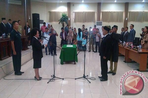 Ketua DPRD Manado Lantik PAW Fraksi PAN