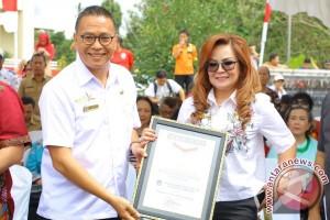 """MURI Catat Rekor """"Nasi Jahe"""" Terpanjang Kota Tomohon"""