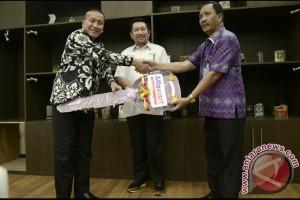 Alfamart Bantu Kendaraan Sampah Pemkot Manado