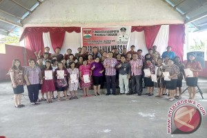 Disdukcapil Nikahkan Belasan Pasangan di Desa Minanga Tiga