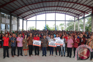 Ratusan KK Di Minahasa Tenggara Terima Bantuan Perbaikan Rumah