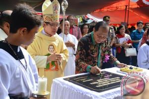 Resmikan Gereja Katolik St Yosep Tewaan Lomban Ajak Umat Hidup Rukun dan Damai