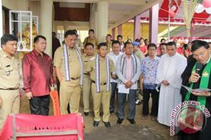 Gubernur Olly dan Bupati Sumendap Bantu Pembangunan Gereja di Tatengesan