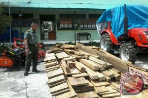 Koramil 1302-01/Tondano Amankan Kayu Hasil Ilegal Loging