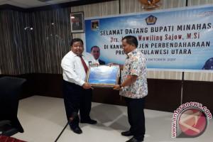 Sajow Terima Penghargaan Bidang Keuangan