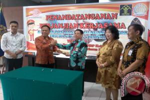 Imigrasi Manado- PT Pos tanda tangani kerja sama