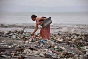 Pelaku usaha pariwisata senggigi keluhkan bau sampah