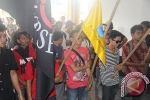 Mahasiswa NTB kembali demo tolak kenaikan harga BBM
