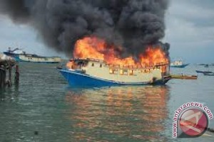 Bersabung Nyawa di Atas Kapal yang Terbakar