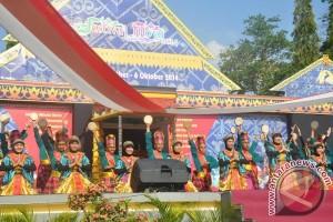 "Festival Moyo Pengungkit Ekonomi ""Samawa"""