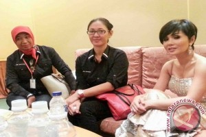 Ayu Setiyawati Menggoreskan Budaya pada Batik Lombok