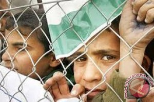 Empat Anak Palestina Shalat Jumat di Mataram