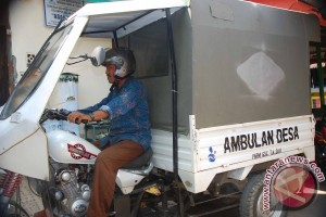 Sopir Ambulans Desa di Kaki Bukit Ketejer