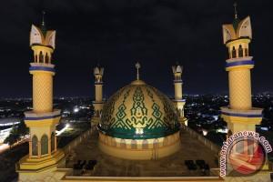"""Wisata Syariah Di Bumi """"seribu Masjid""""  (1)"""