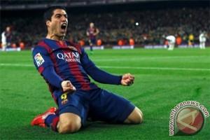 Suarez sumbang empat gol lagi, Barcelona ke puncak klasemen lagi