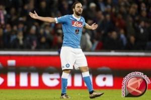 Dua gol Higuain antar Napoli amankan peringkat dua