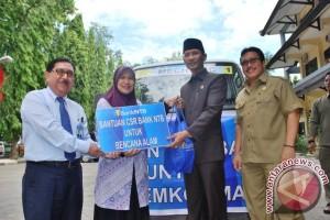 Bank NTB Bantu Korban Banjir di Mataram