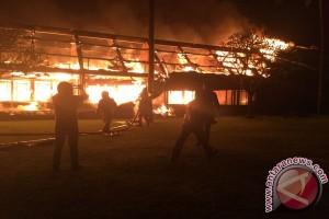 Belasan Kamar Hotel Oberoi di Lombok Utara Terbakar