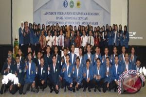 BI Berikan Beasiswa Kepada 80 Mahasiswa NTB