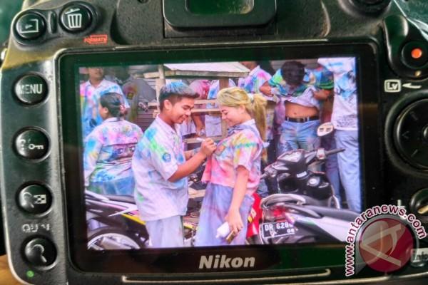 Corat-coret Seragam Warnai Hardiknas di Lombok Barat
