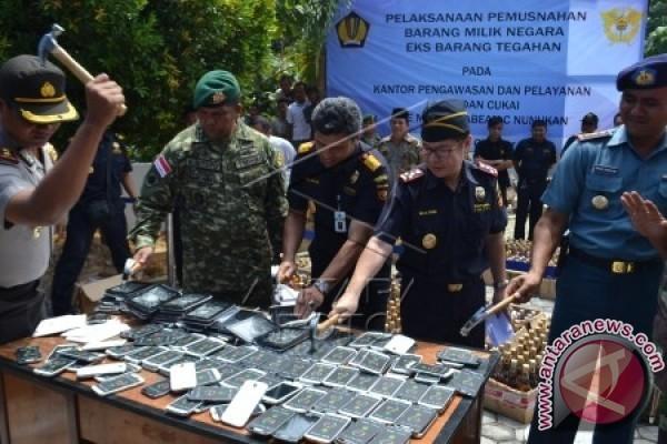 Bea Cukai Mataram Sita 3.055 Telepon Selular