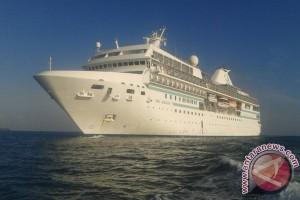 Kapal Pesiar Bintang Enam Kunjungi Lombok