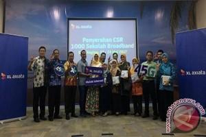 XL East Region Bagikan donasi ke 103 Sekolah di Surabaya