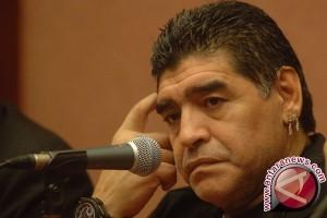 "Hakim Garis ""Gol Tangan Tuhan"" Maradona Tutup Usia"
