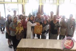 Karyawan Astra Santuni Penghuni Panti Jompo Mataram